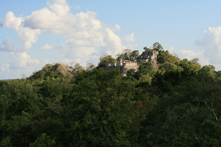 calakmul-pyramids